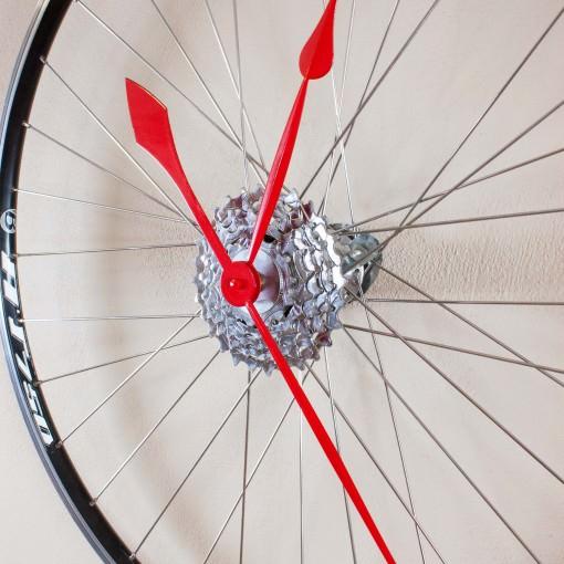 Recycled Speed Bike Wheel Clock 3/4 view