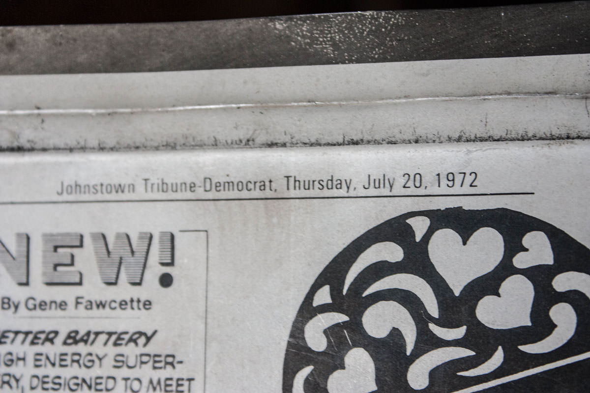 Antique Tin Johnstown Newspaper Clock zoom
