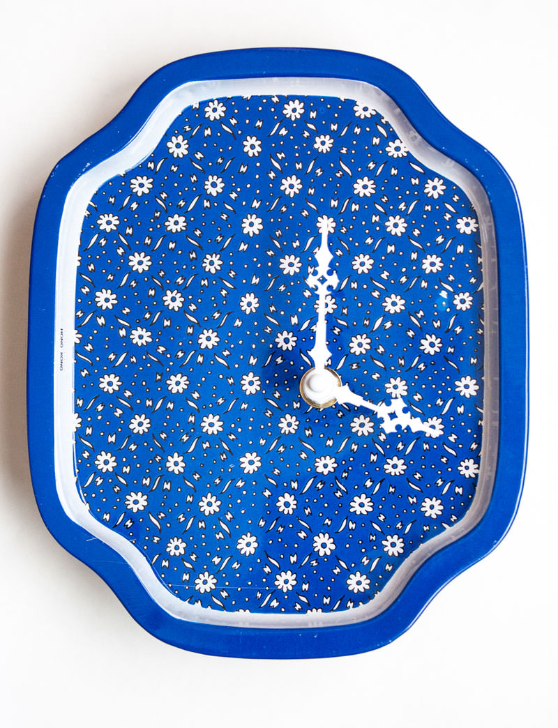 Blue Metal Tray with Daisies Clock angle 2