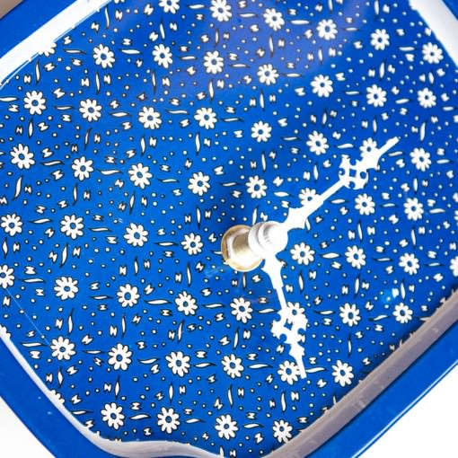 Blue Metal Tray with Daisies Clock closeup