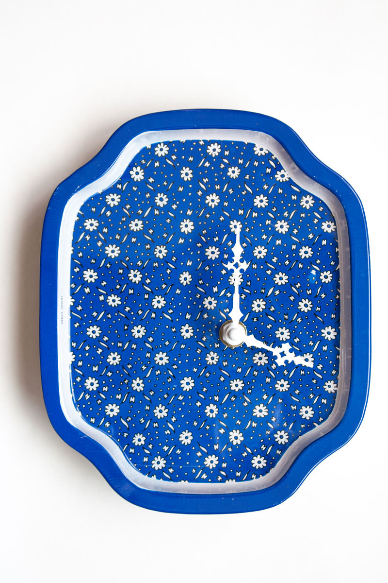 Blue Metal Tray with Daisies Clock