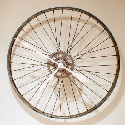 Repurposed Rusty Bike Wheel Clock