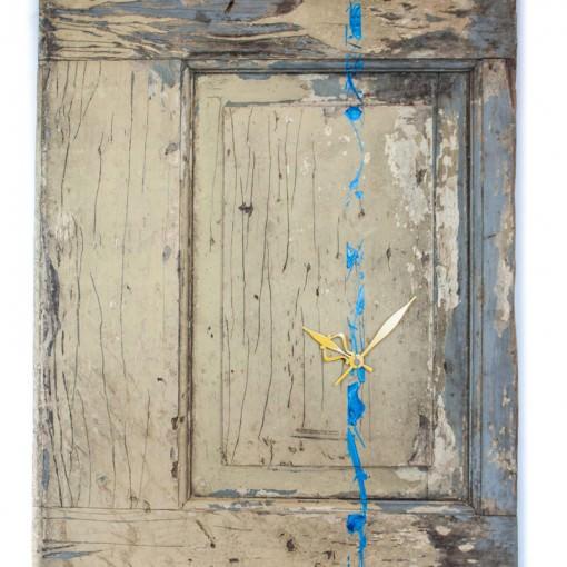 repurposed-barn-door-clock-straight