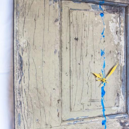 repurposed-barn-door-clock-tilt