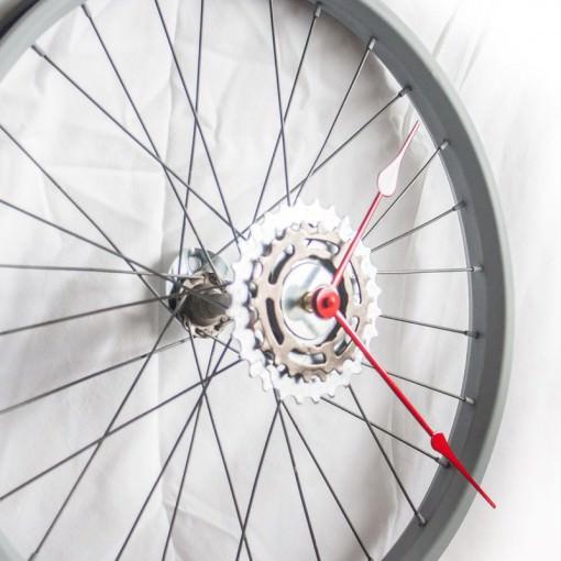 repurposed-bike-wheel-clock-gray-red-angle