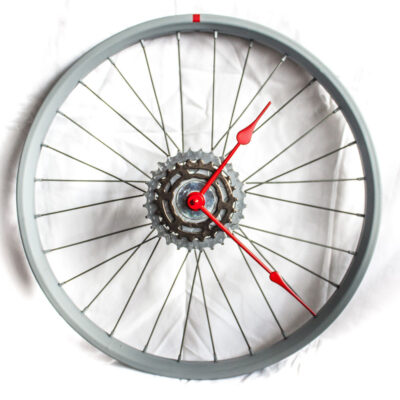 repurposed-bike-wheel-clock-gray-red-main