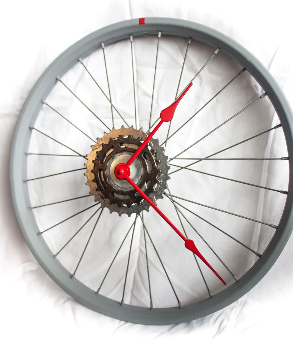 repurposed-bike-wheel-clock-gray-red-right-side
