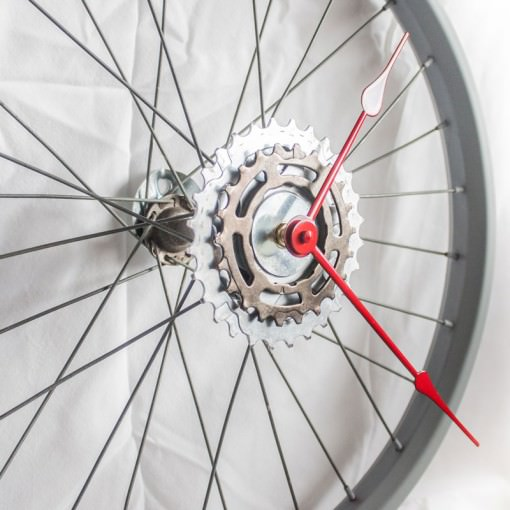 repurposed-bike-wheel-clock-gray-red-zoom