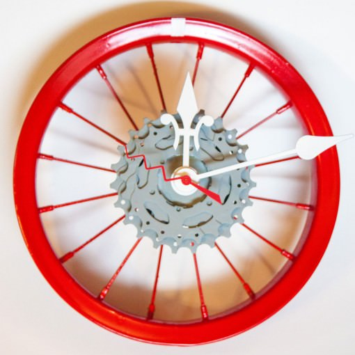 repurposed-childrens-bike-wheel-clock-red-white-gray-center