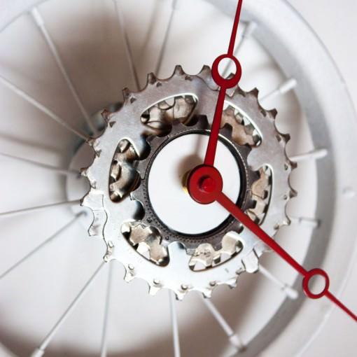 repurposed-childrens-bike-wheel-clock-white-red-offcenter
