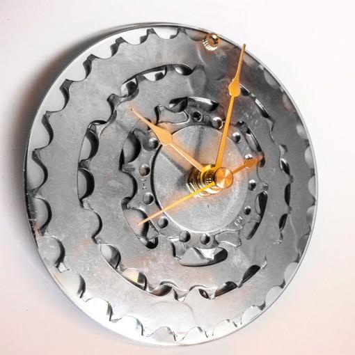 repurposed-rear-bike-sprocket-clock-silver-gold-offside