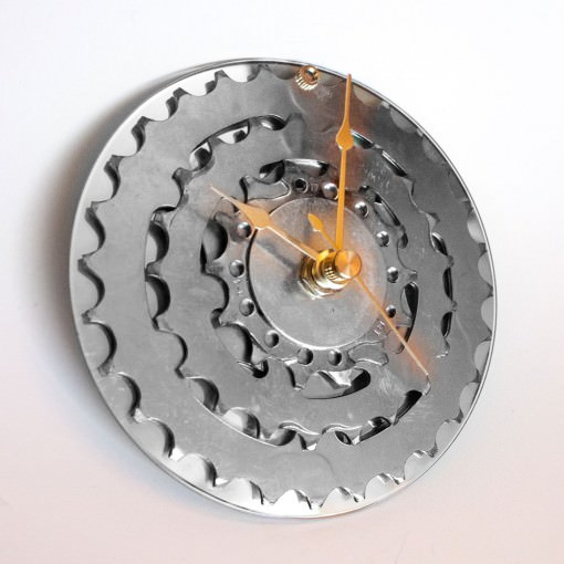 repurposed-rear-bike-sprocket-clock-silver-gold-tilt