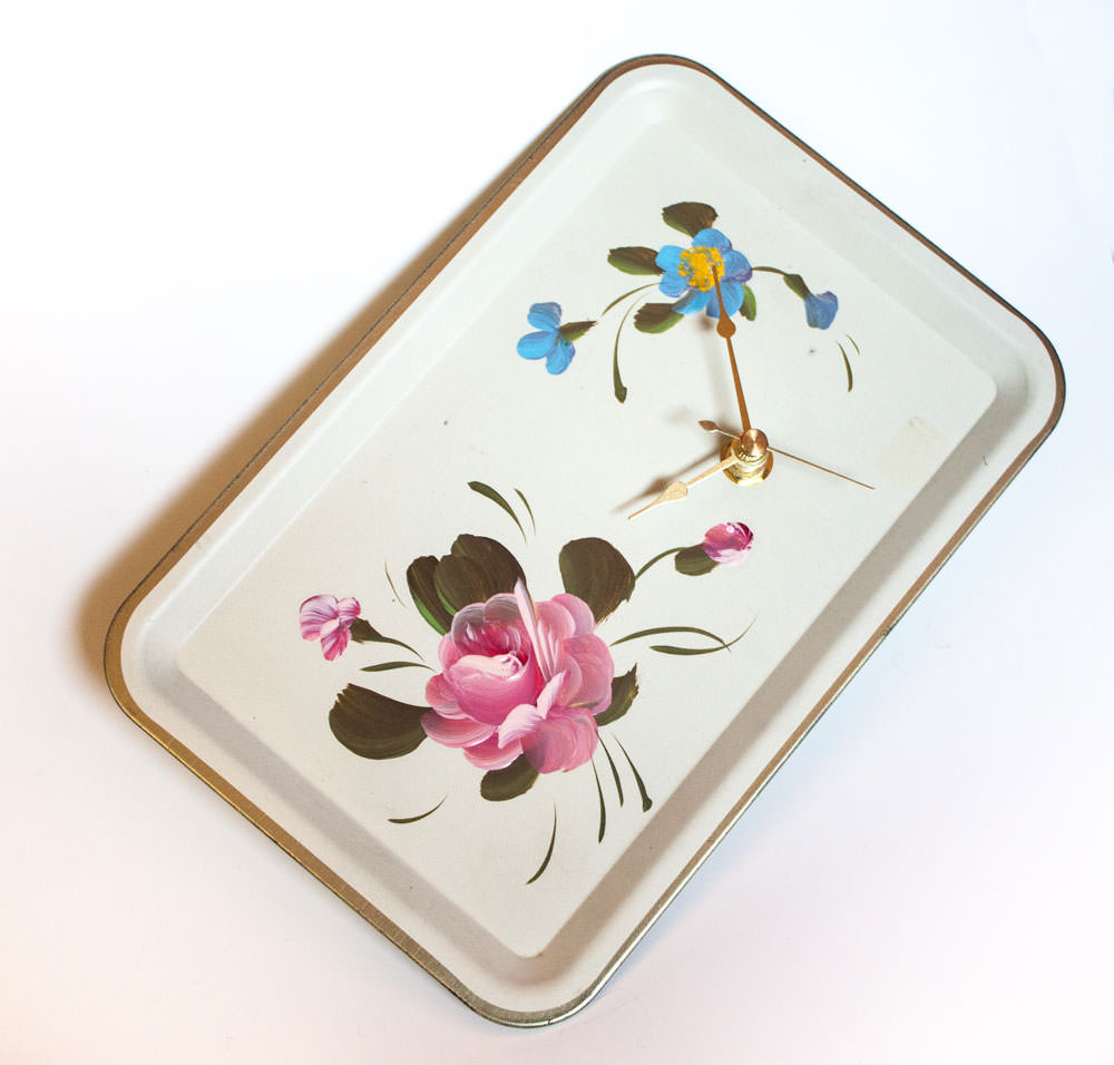 vintage-enamel-tray-cream-floral-tilt