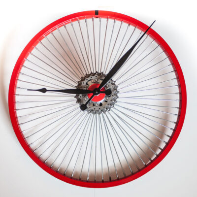Repurposed-Bike-Wheel-Clock-Red-Black