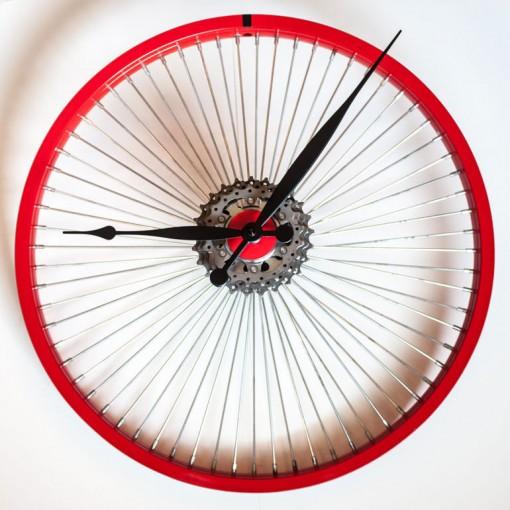 Repurposed-Bike-Wheel-Clock-Red-Black-full
