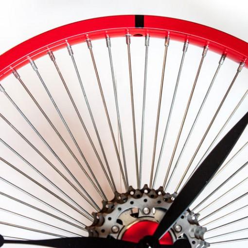 Repurposed-Bike-Wheel-Clock-Red-Black-top-half