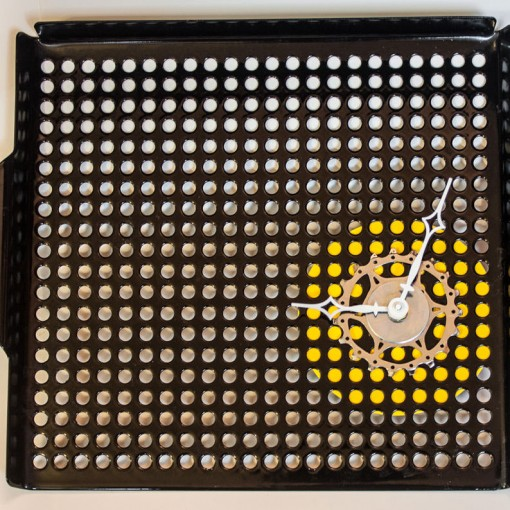 Repurposed-Grill-Pan-Clock-second