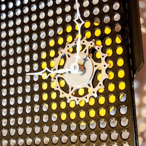 Repurposed-Grill-Pan-Clock-zoom