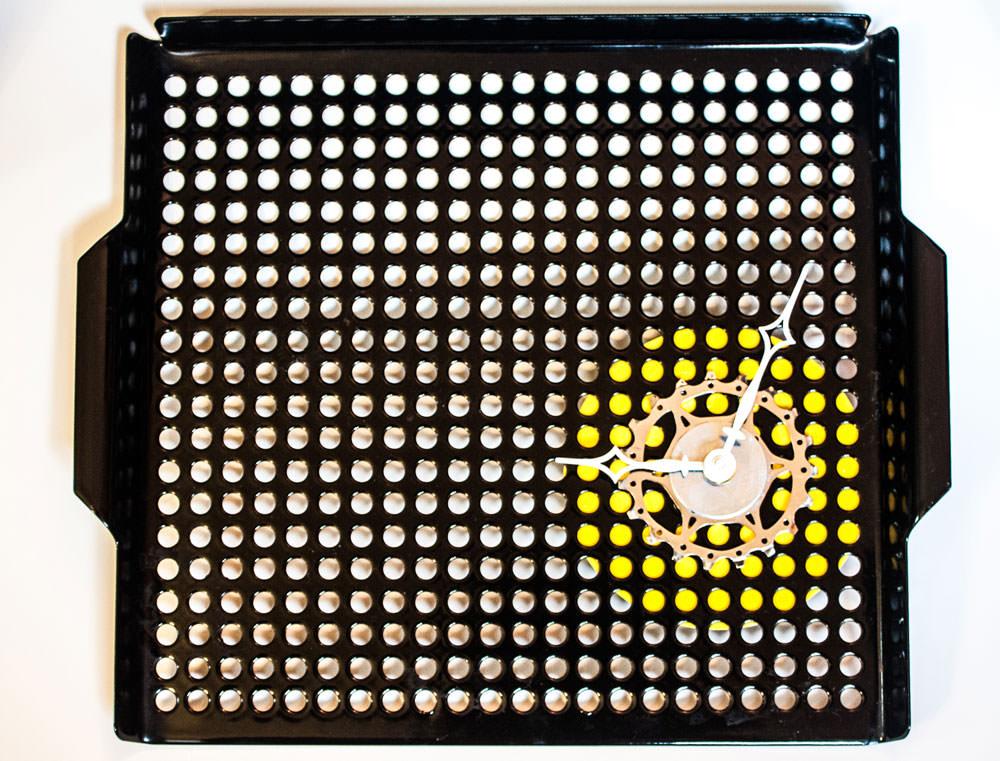 Repurposed-Grill-Pan-Clock