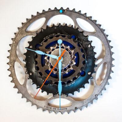 Repurposed-Large-Rear-Bike-Sprocket-Clock-Blue-Orange-sharp