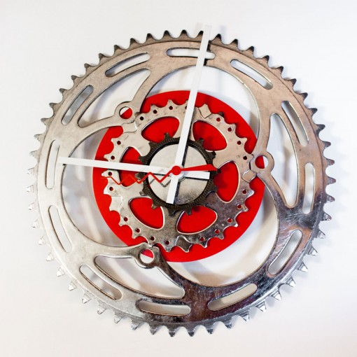 Repurposed-Large-Rear-Bike-Sprocket-Clock-Red-White