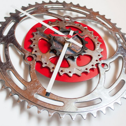 Repurposed-Large-Rear-Bike-Sprocket-Clock-Red-White-angle