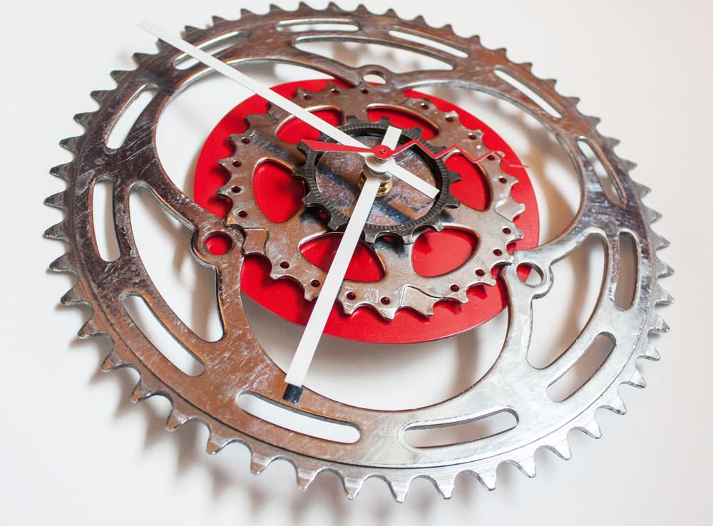Repurposed-Large-Rear-Bike-Sprocket-Clock-Red-White-angle