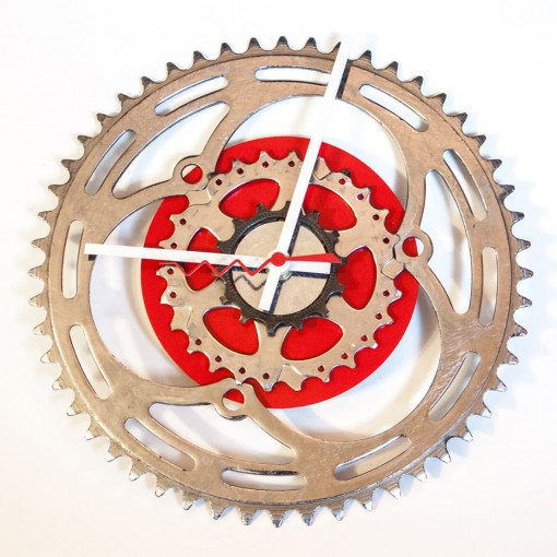 Repurposed-Large-Rear-Bike-Sprocket-Clock-Red-White-straight