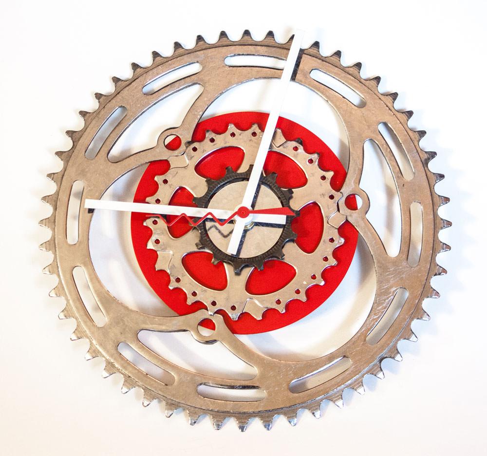 Repurposed-Large-Rear-Bike-Sprocket-Clock-Red-White-straight