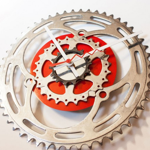 Repurposed-Large-Rear-Bike-Sprocket-Clock-Red-White-tilt