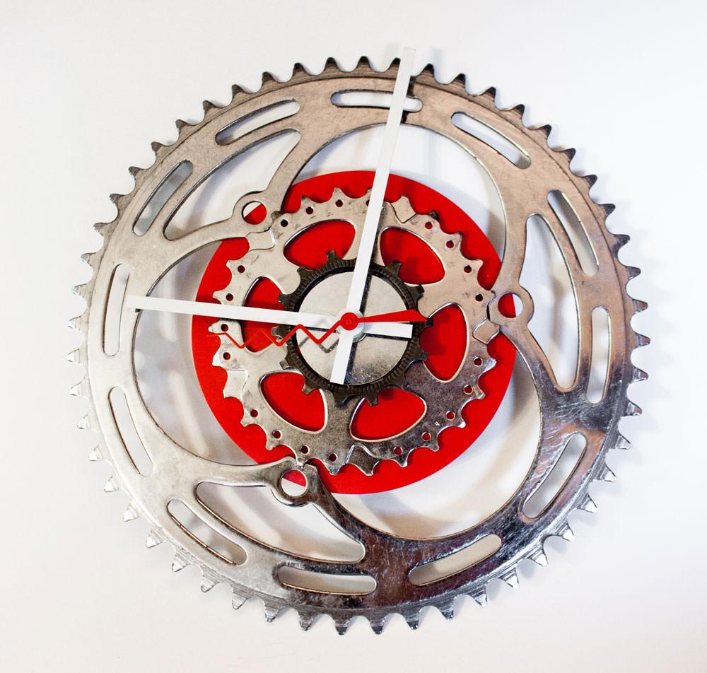 Repurposed-Large-Rear-Bike-Sprocket-Clock-Red-White