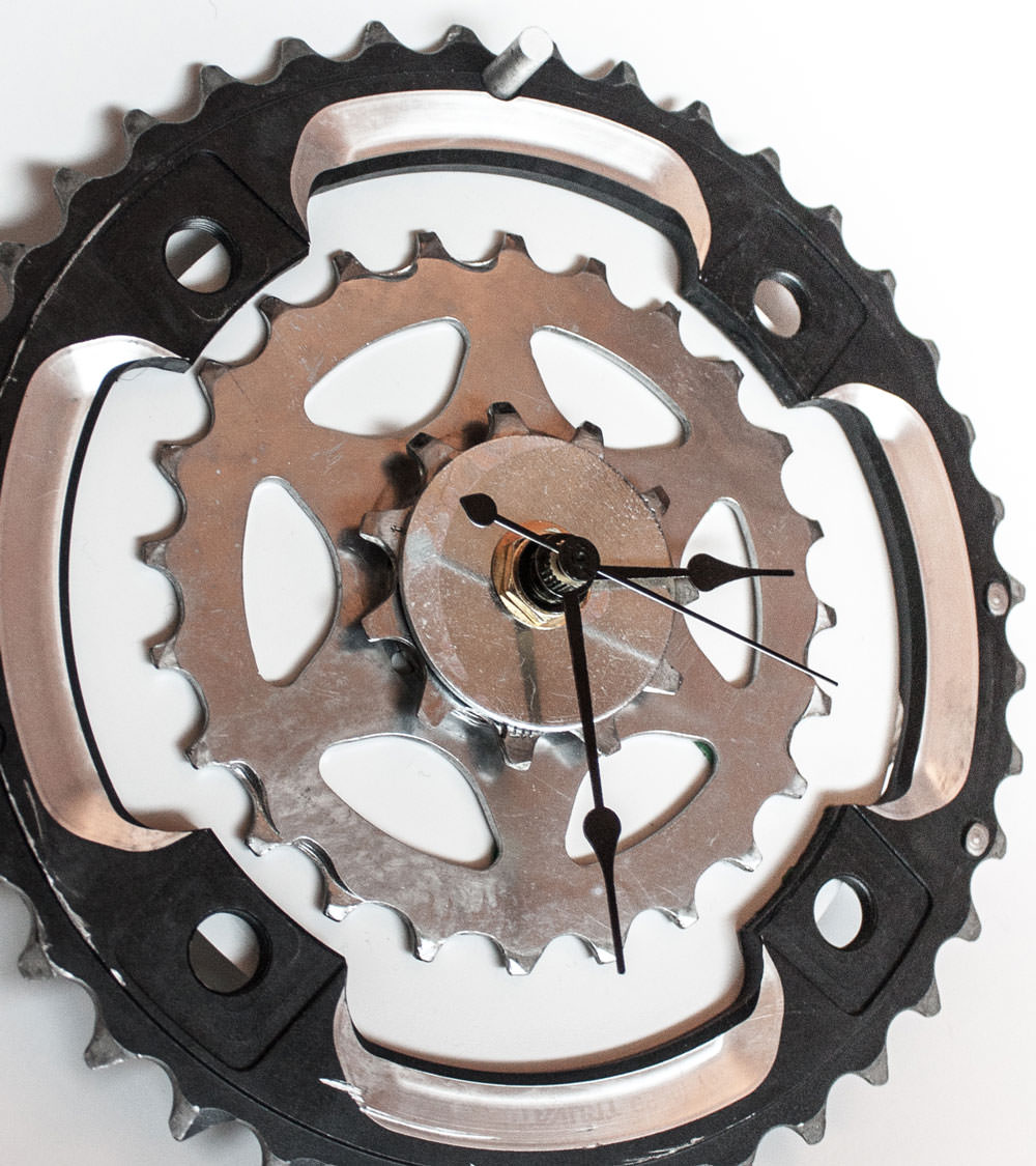 Repurposed-Rear-Bike-Sprocket-Clock-Black-White-zoom