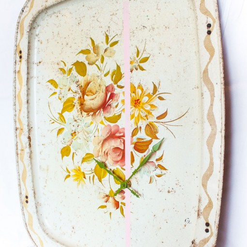 Vintage-Enamel-TV-Stand-Tray-Clock-Cream-Floral