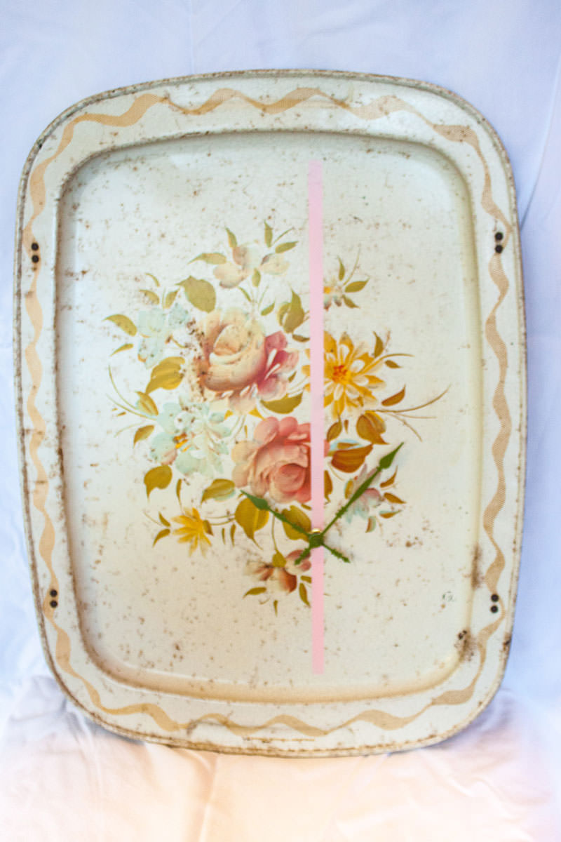 Vintage-Enamel-TV-Stand-Tray-Clock-Cream-Floral-stright