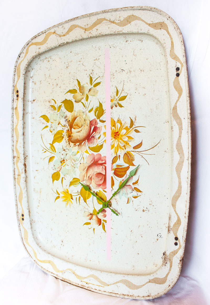 Vintage-Enamel-TV-Stand-Tray-Clock-Cream-Floral