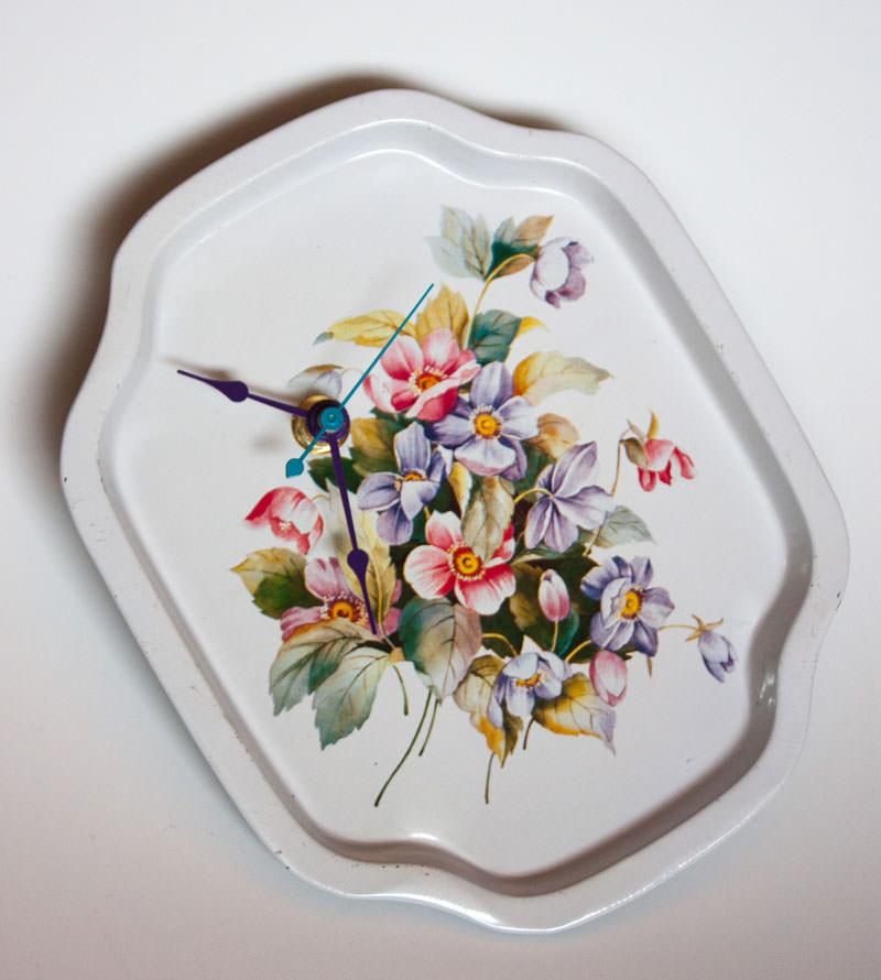 Vintage-Enamel-Tray-White-Floral-tilt