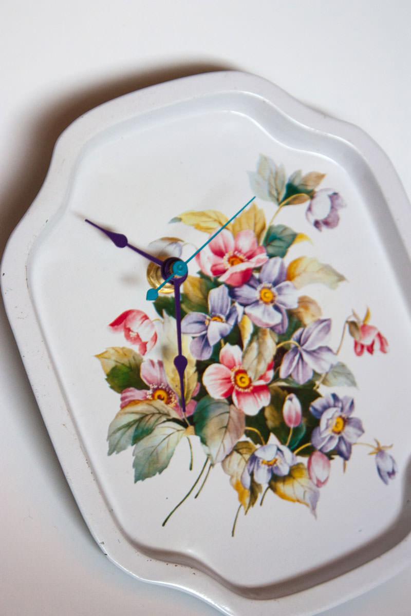 Vintage-Enamel-Tray-White-Floral-zoom